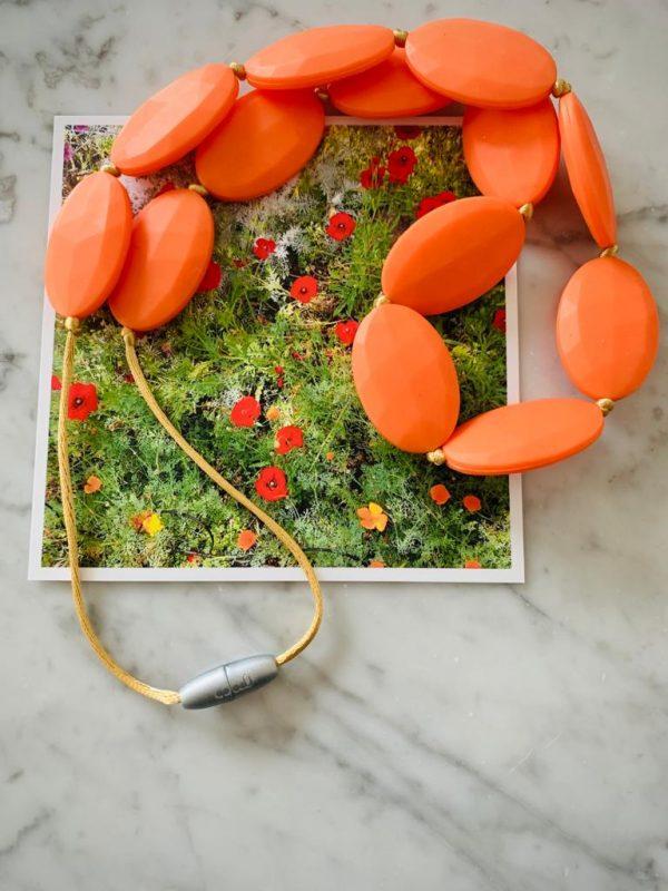 colar mordedor laranja